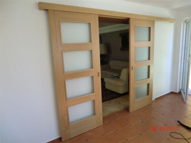 Dvoukřídlé posuvné dveře Sapeli